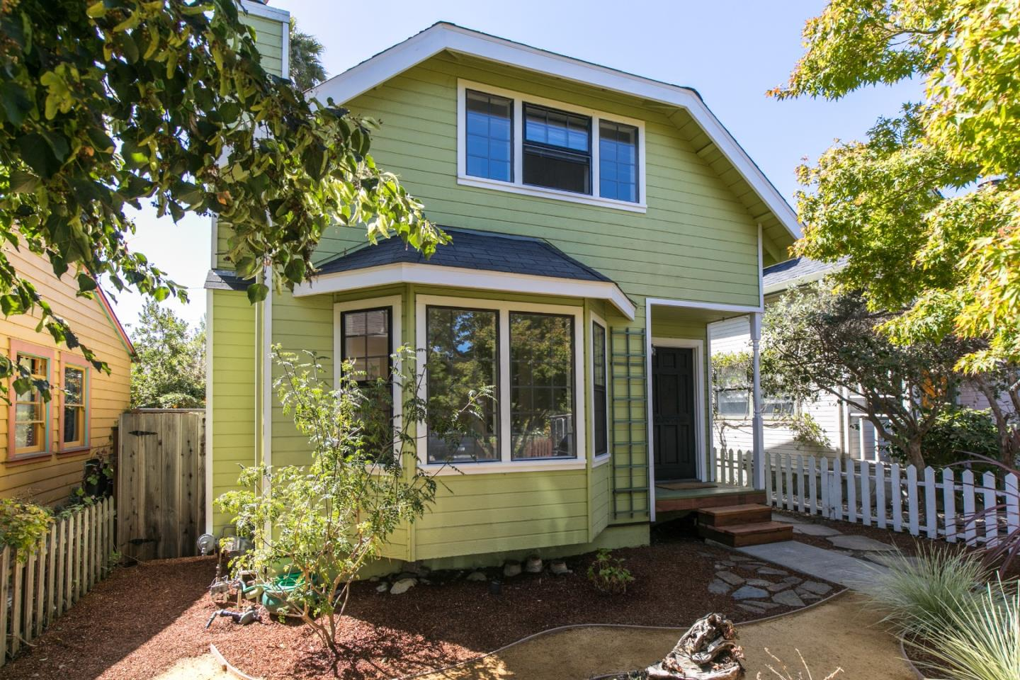 Detail Gallery Image 1 of 1 For 217 Mountain View Ave, Santa Cruz,  CA 95062 - 3 Beds | 2 Baths