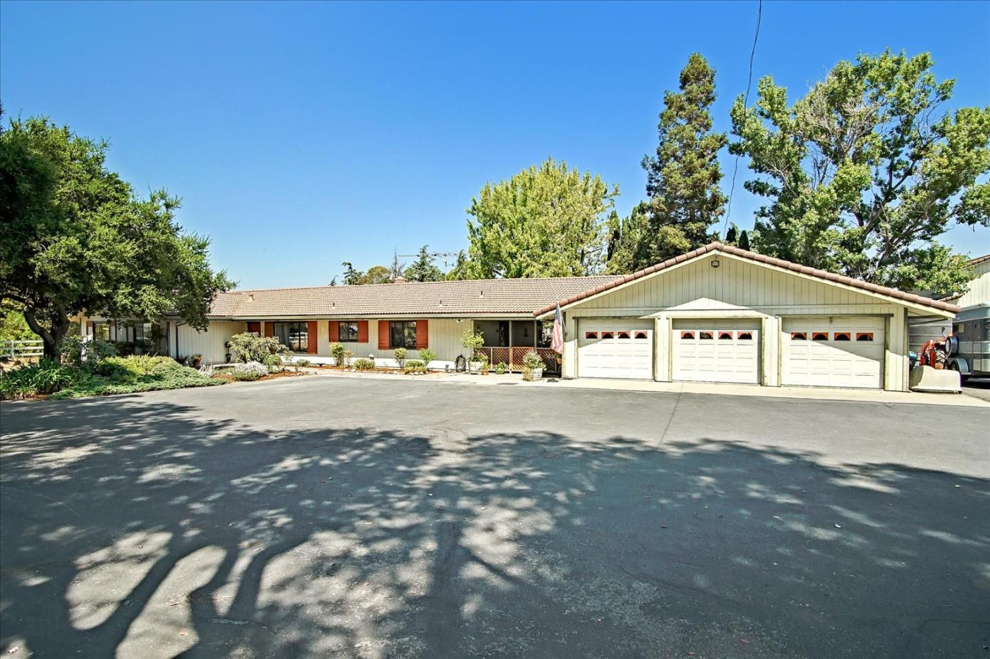Detail Gallery Image 1 of 77 For 280 Lone Tree Rd, Hollister,  CA 95023 - 3 Beds | 2/1 Baths