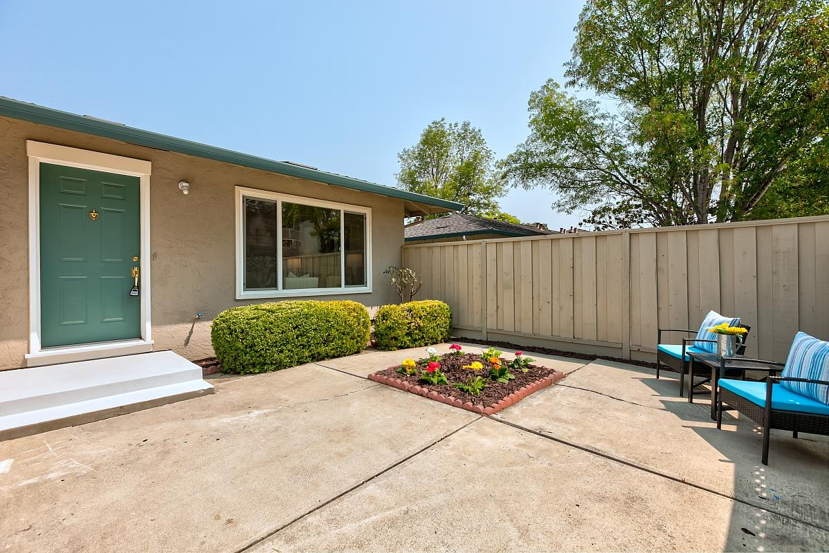 Detail Gallery Image 1 of 1 For 7135 Rainbow Dr #4,  San Jose,  CA 95129 - 1 Beds   1 Baths