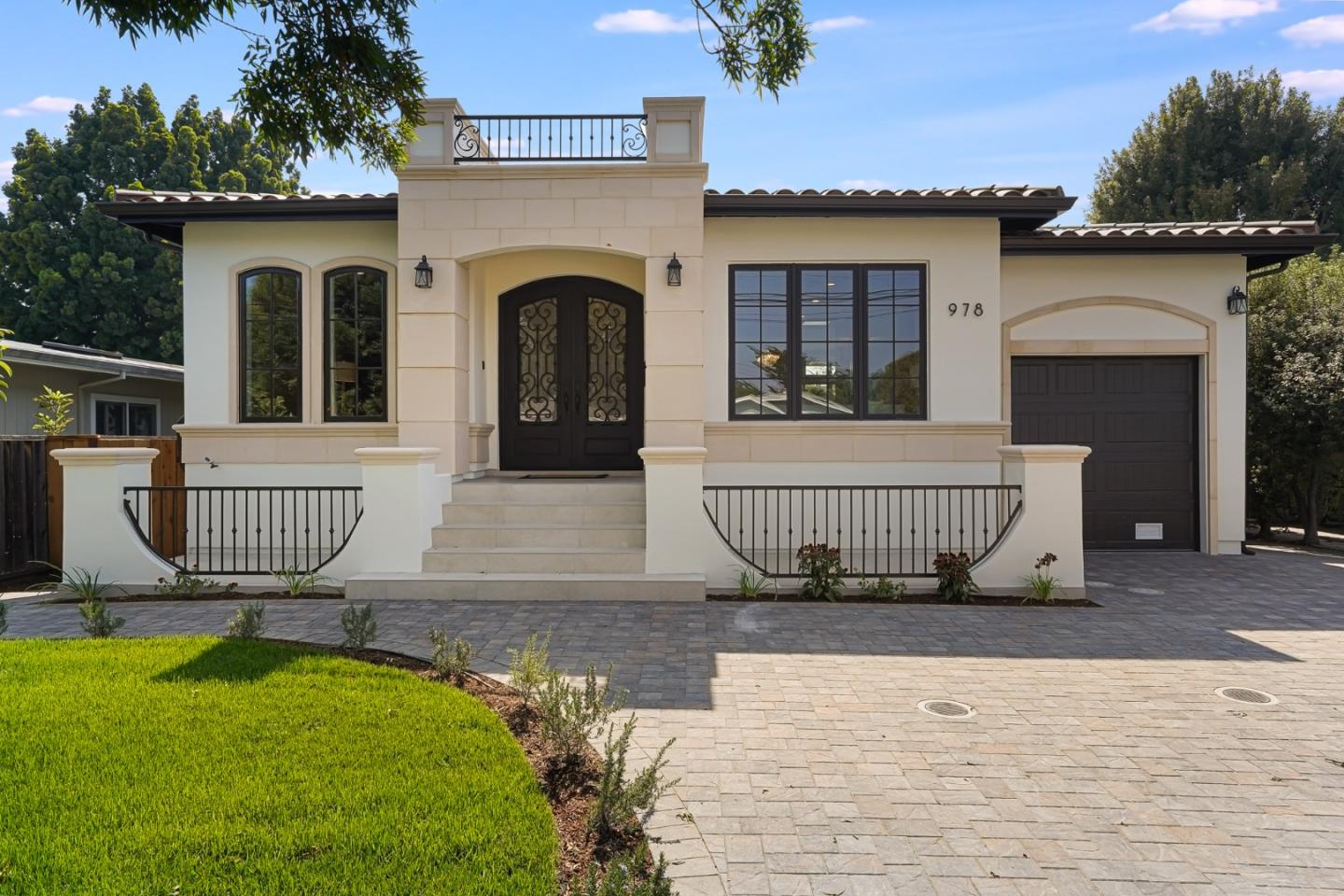 Detail Gallery Image 1 of 41 For 978 Amarillo Ave, Palo Alto,  CA 94303 - 4 Beds | 2/1 Baths