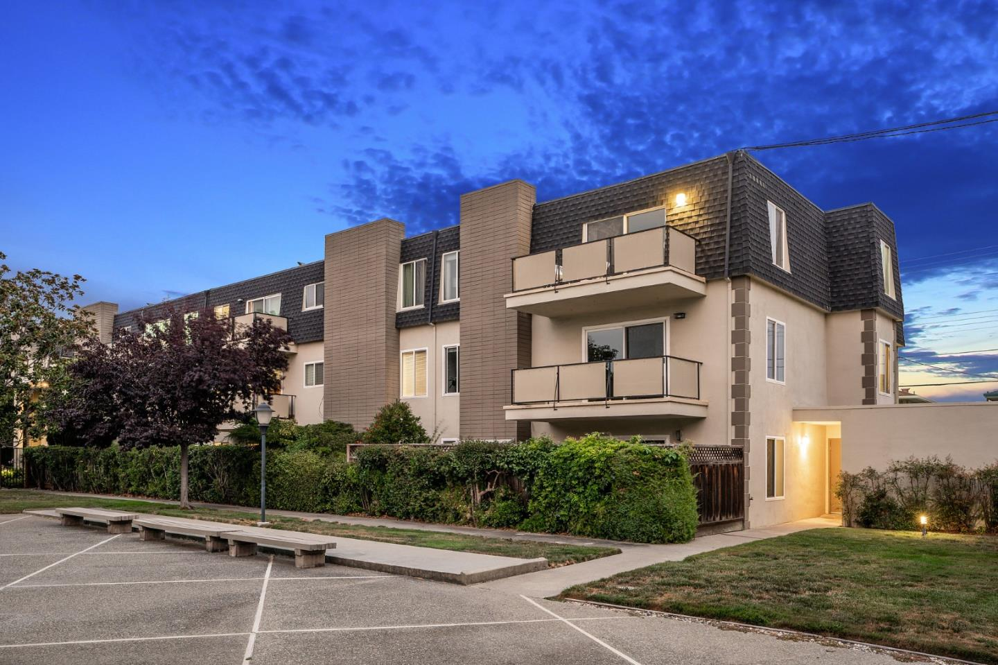 Detail Gallery Image 1 of 1 For 3090 Los Prados St #25,  San Mateo,  CA 94403 - 1 Beds | 1 Baths