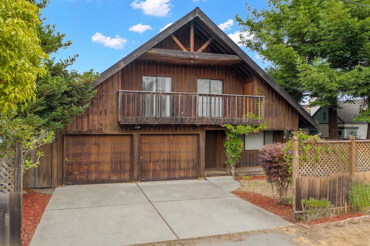 Detail Gallery Image 1 of 1 For 620 35th Ave, Santa Cruz,  CA 95062 - 3 Beds | 2 Baths