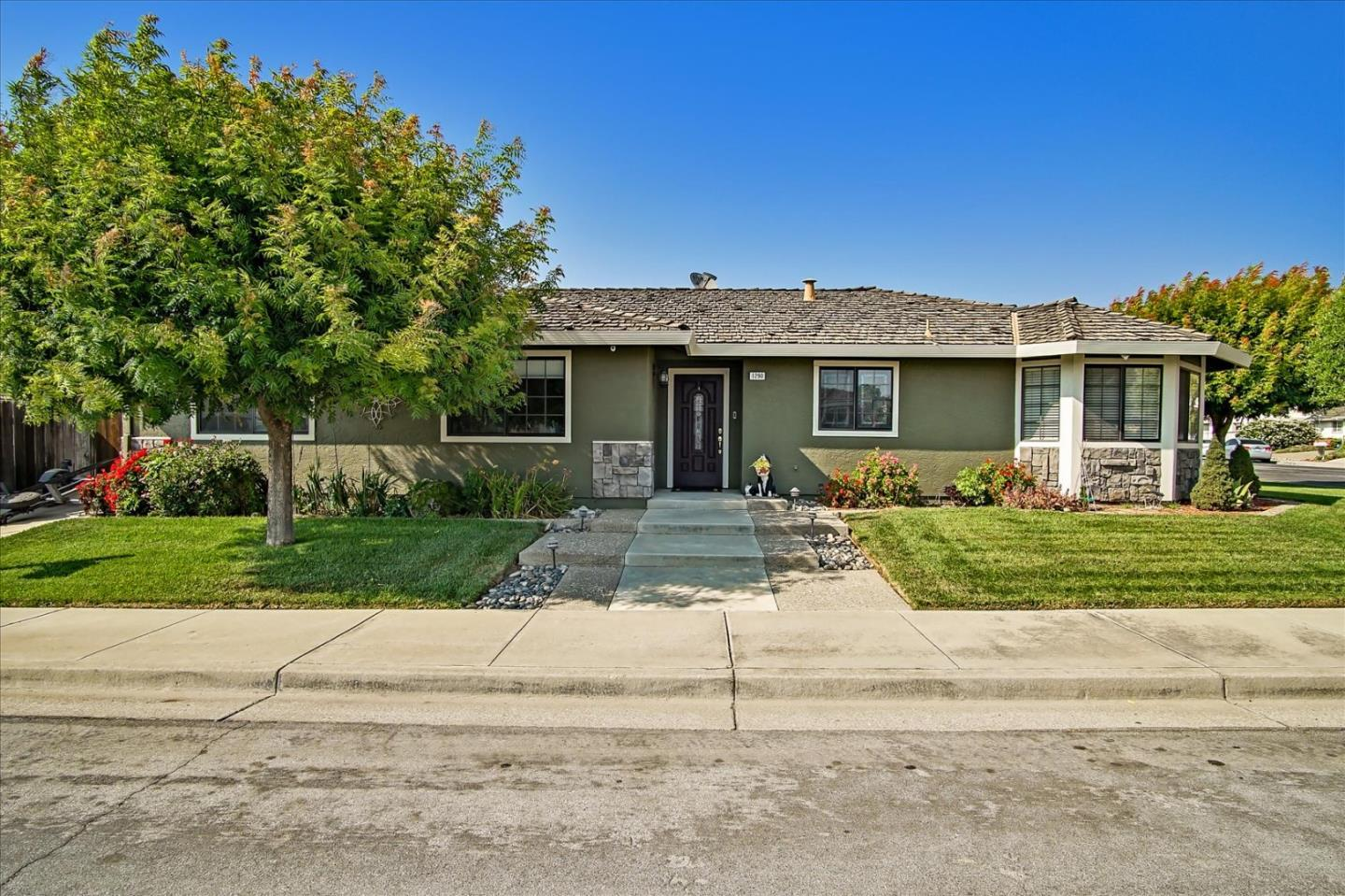Detail Gallery Image 1 of 1 For 1290 Poppy Lane Dr, Hollister,  CA 95023 - 3 Beds   2 Baths