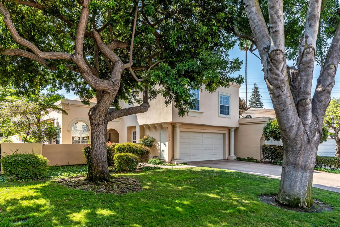 Detail Gallery Image 1 of 1 For 1376 Cuernavaca Circulo, Mountain View,  CA 94040 - 4 Beds   2/1 Baths
