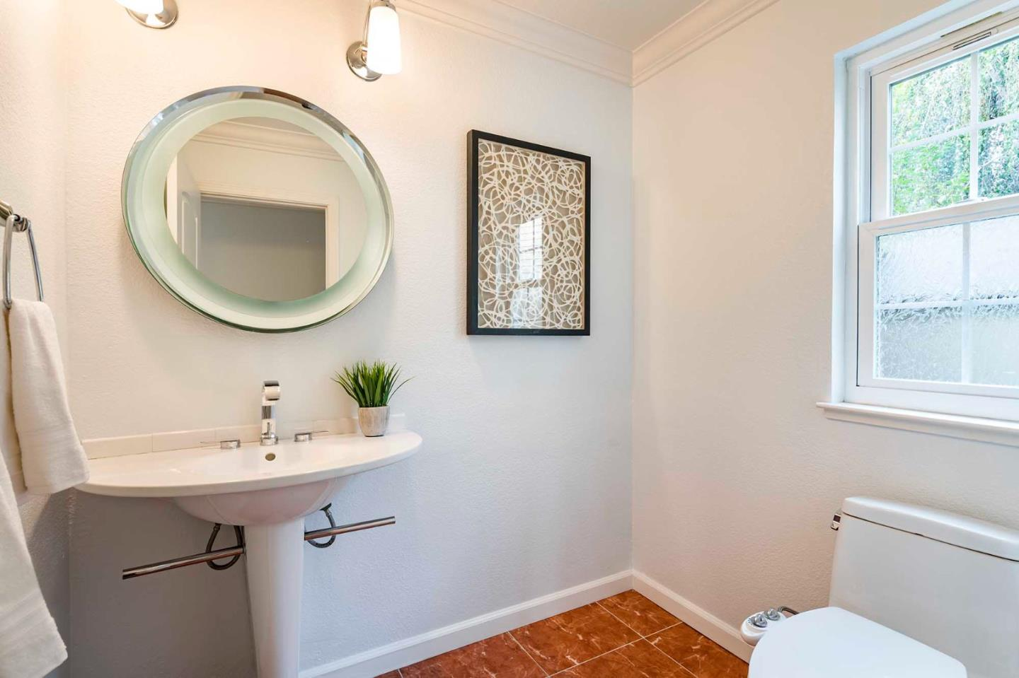 Detail Gallery Image 1 of 1 For 750 Glenborough Dr, Mountain View,  CA 94041 - 5 Beds   2/1 Baths