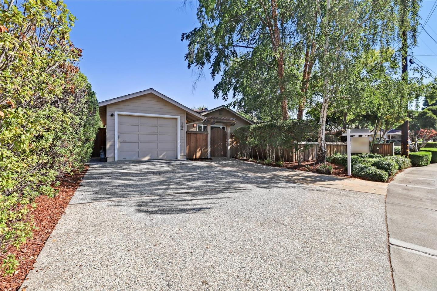 Detail Gallery Image 1 of 1 For 4256 Suzanne Dr, Palo Alto,  CA 94306 - 3 Beds   2/1 Baths