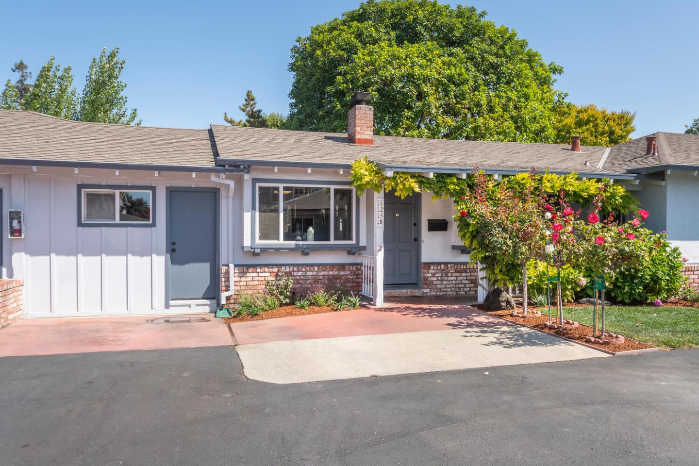 Detail Gallery Image 1 of 1 For 125 Evandale Ave #B,  Mountain View,  CA 94043 - 2 Beds   2 Baths
