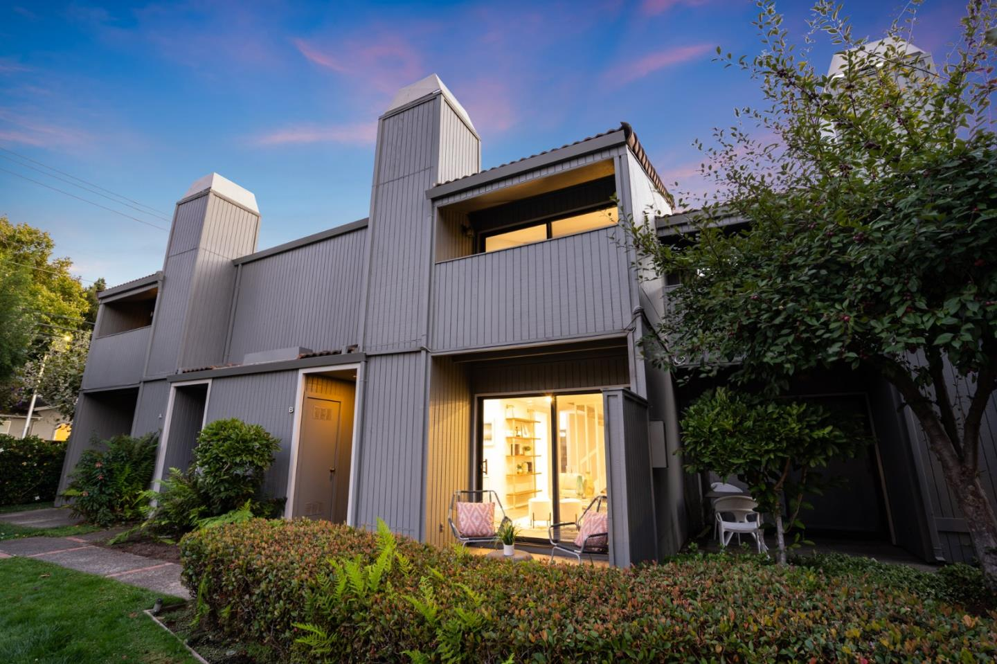 Detail Gallery Image 1 of 55 For 20 Barneson Ave #B,  San Mateo,  CA 94402 - 2 Beds | 2/1 Baths