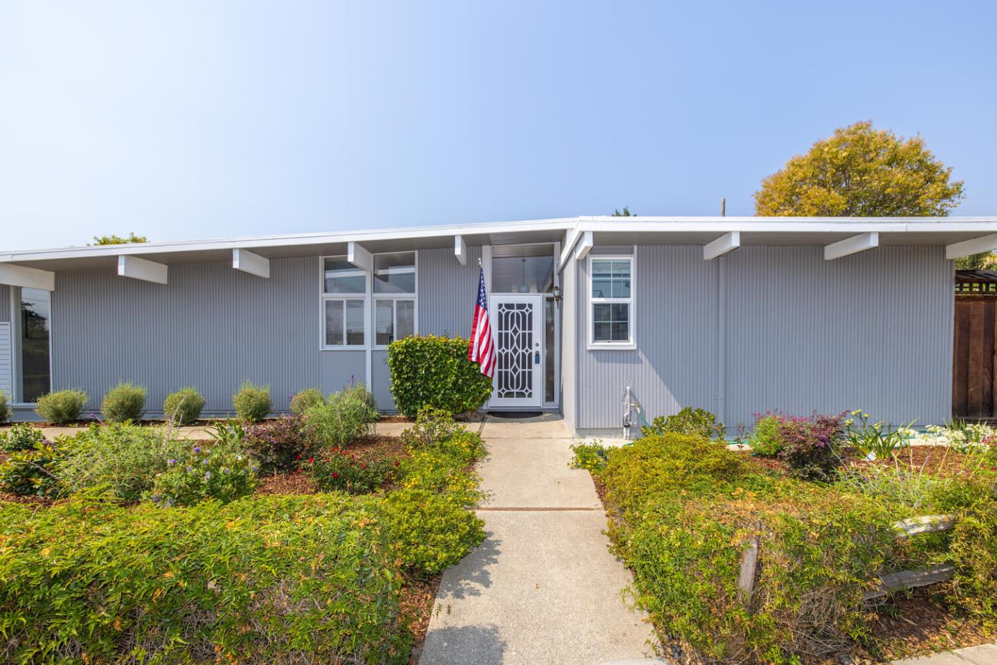Detail Gallery Image 1 of 1 For 697 Vanessa Dr, San Mateo,  CA 94402 - 3 Beds | 2 Baths