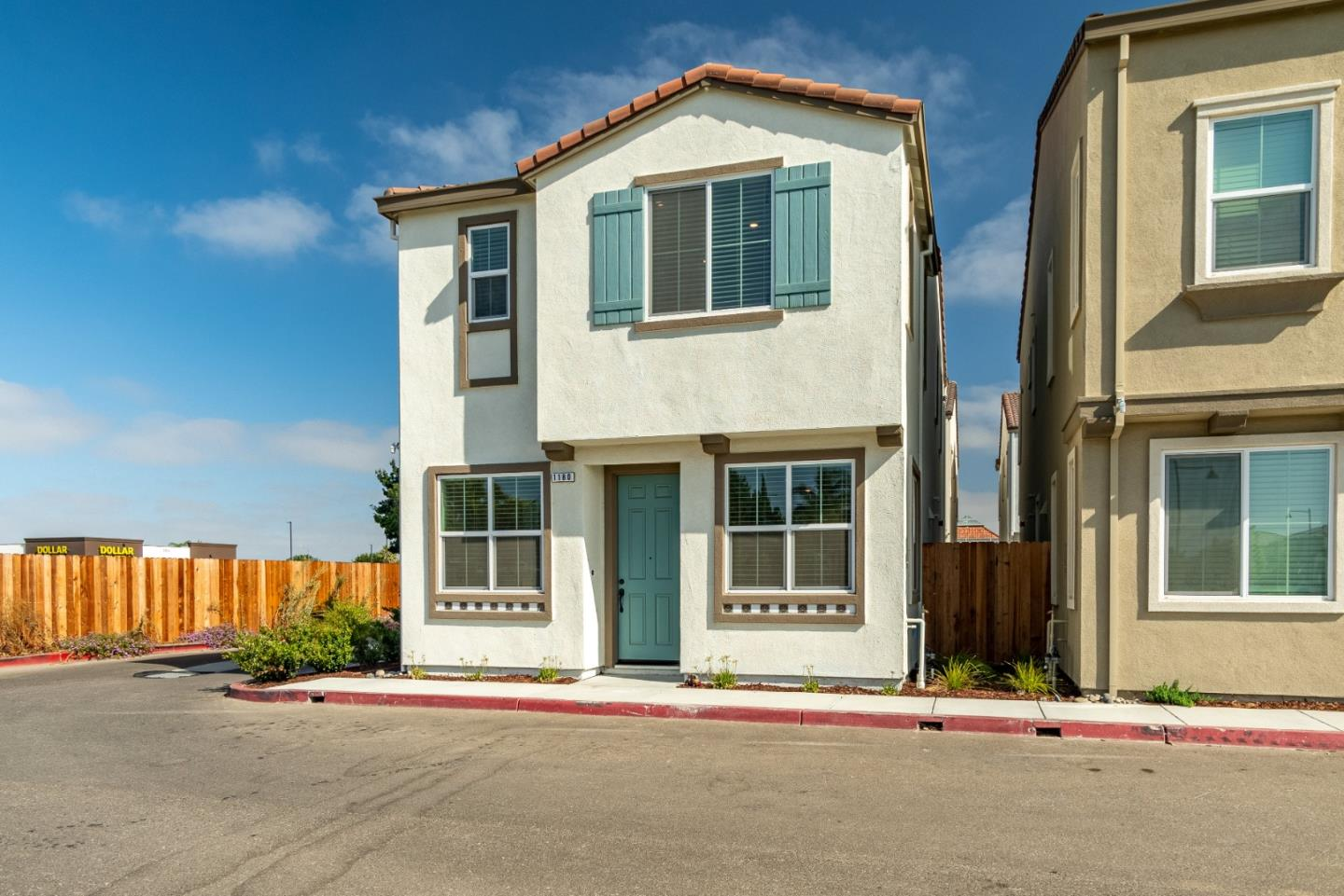 Detail Gallery Image 1 of 1 For 1180 Julia Cir, Hollister,  CA 95023 - 3 Beds | 2/1 Baths