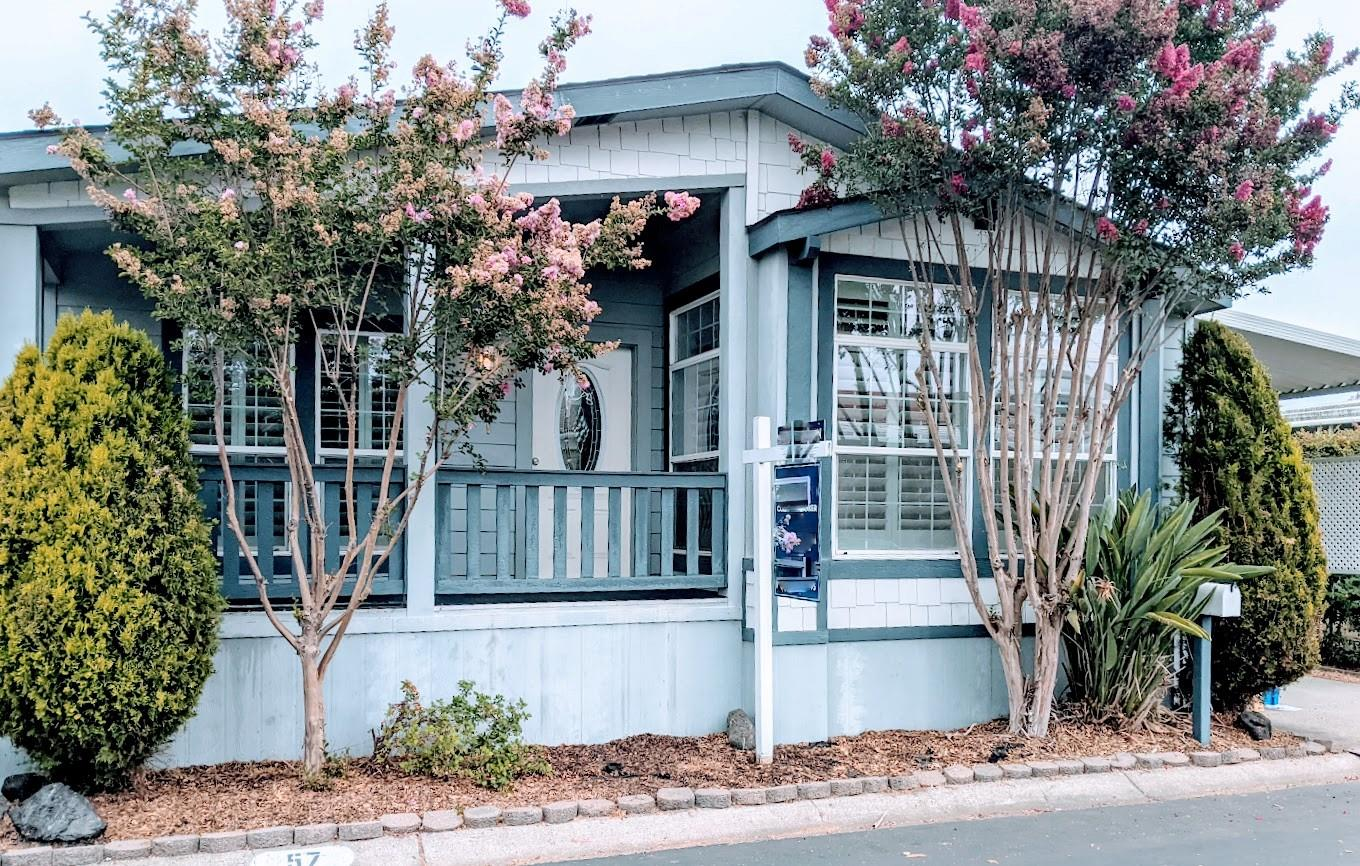 Detail Gallery Image 1 of 24 For 433 Sylvan Ave #57,  Mountain View,  CA 94041 - 3 Beds | 2 Baths