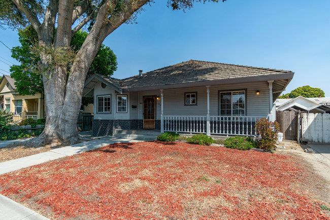 Detail Gallery Image 1 of 42 For 1035 San Benito St, Hollister,  CA 95023 - 3 Beds | 2 Baths