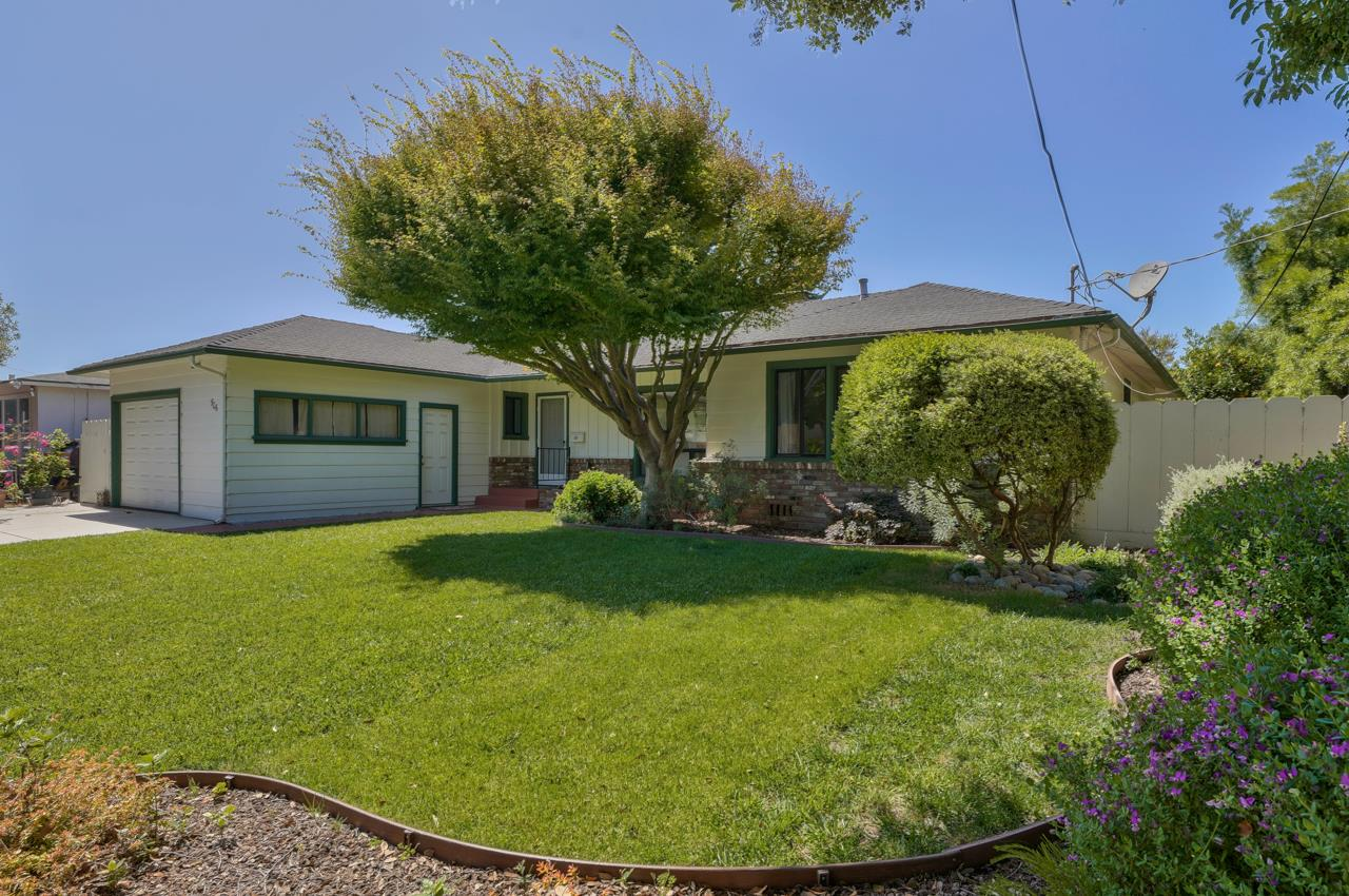 Detail Gallery Image 1 of 29 For 906 Bautista Dr, Salinas,  CA 93901 - 3 Beds | 2 Baths