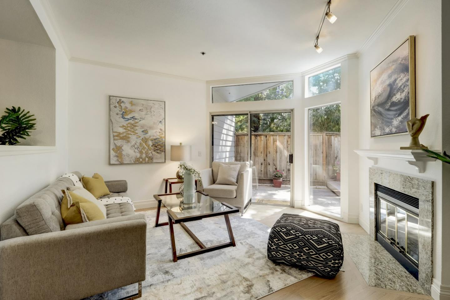 Detail Gallery Image 1 of 1 For 727 Loma Verde Ave #E,  Palo Alto,  CA 94303 - 3 Beds   2/1 Baths