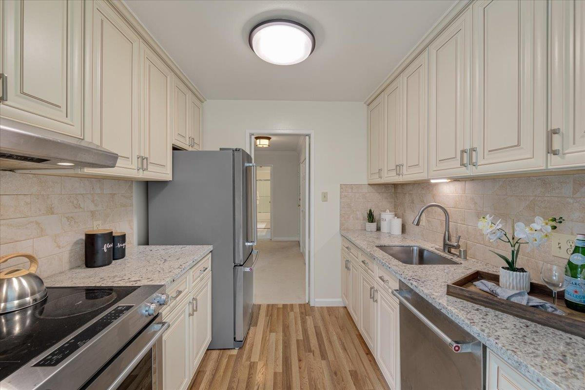 Detail Gallery Image 1 of 26 For 821 N Humboldt St #411,  San Mateo,  CA 94401 - 2 Beds   1 Baths