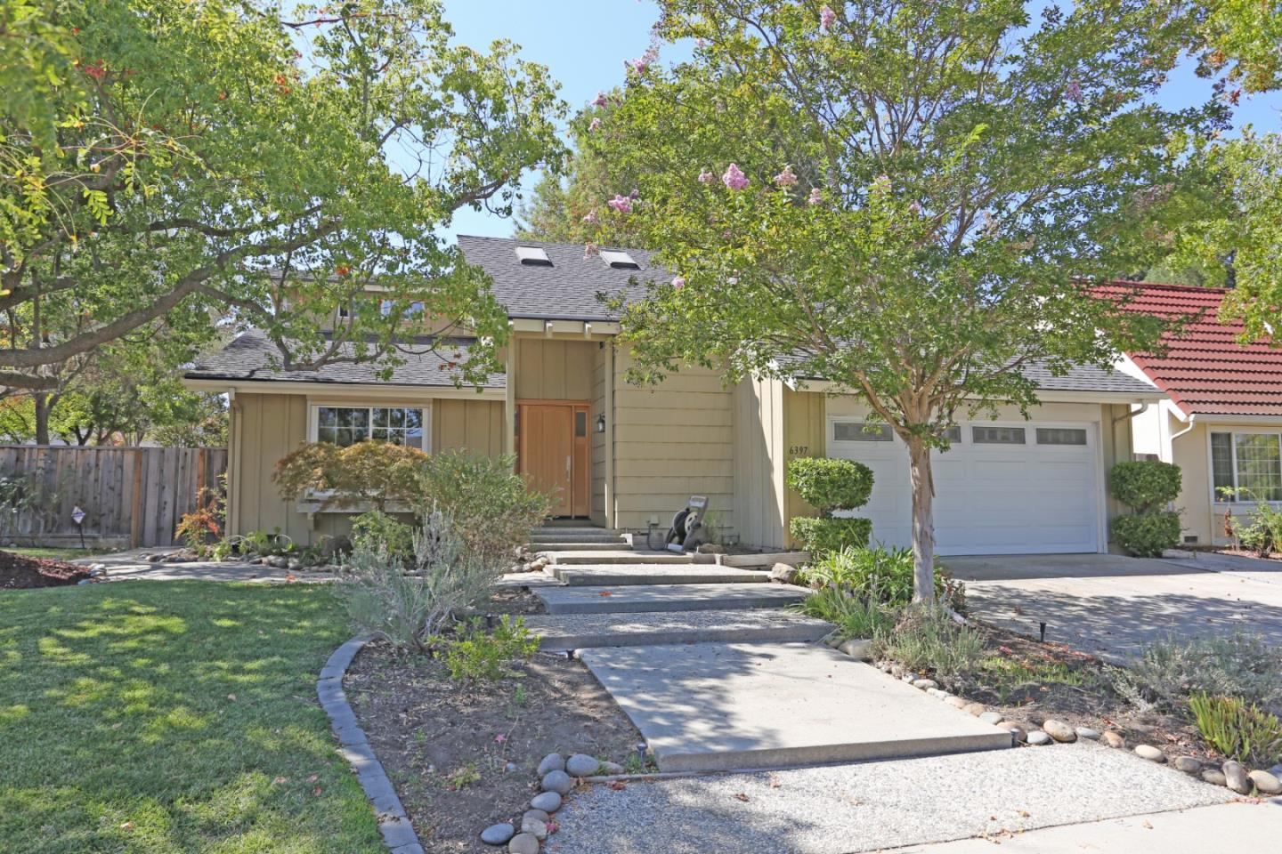 Detail Gallery Image 1 of 39 For 6397 Desert Flame Dr, San Jose,  CA 95120 - 4 Beds | 2 Baths