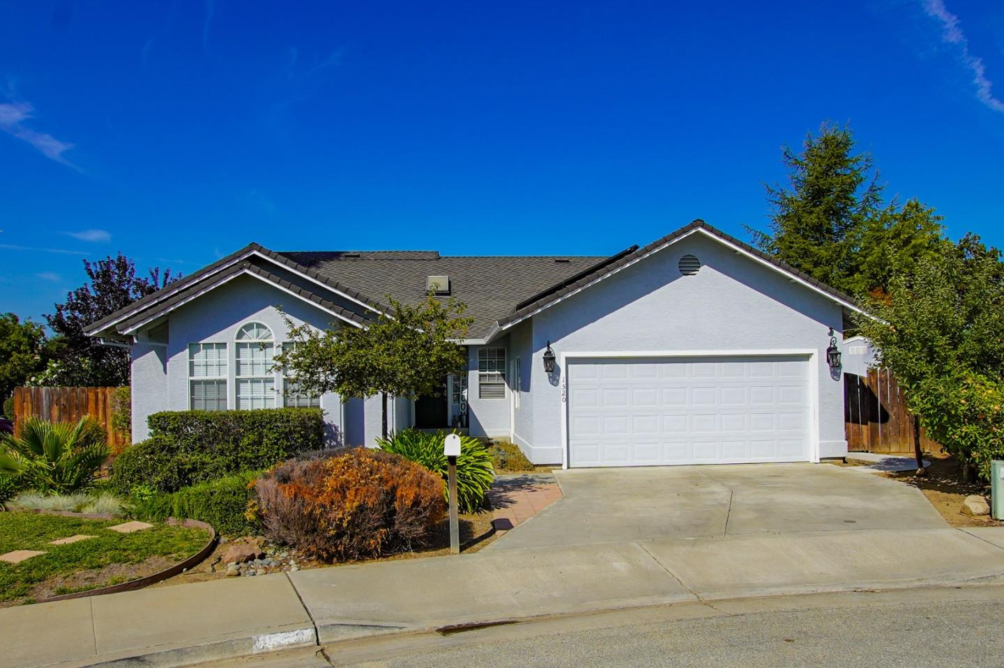 Detail Gallery Image 1 of 1 For 1520 Las Brisas Dr, Hollister,  CA 95023 - 3 Beds   2 Baths