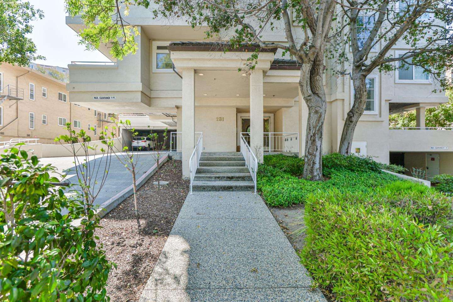 Detail Gallery Image 1 of 1 For 231 N El Camino Real #202,  San Mateo,  CA 94401 - 2 Beds | 2 Baths