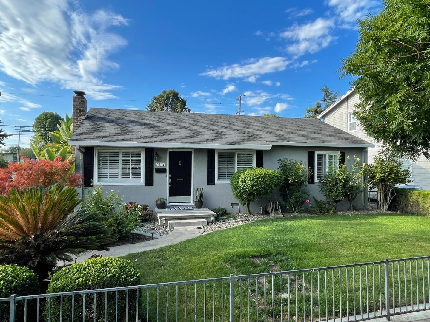 Detail Gallery Image 1 of 25 For 2304 Walnut Grove Ave, San Jose,  CA 95128 - 3 Beds | 1/1 Baths