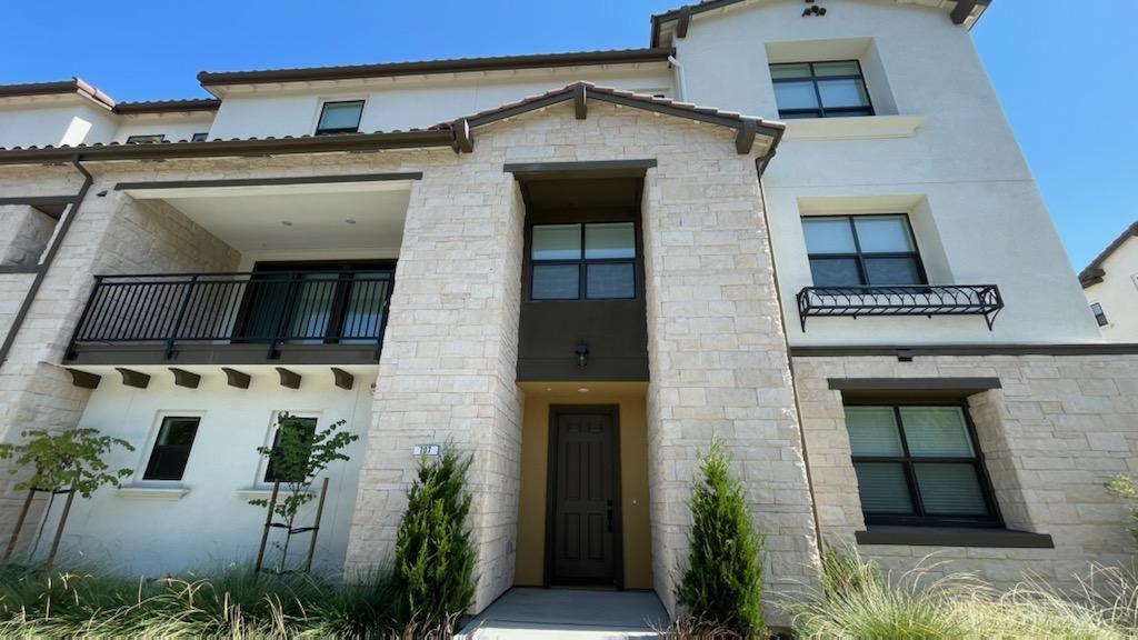 Detail Gallery Image 1 of 36 For 707 Santa Cecilia Ter, Sunnyvale,  CA 94085 - 4 Beds   3/1 Baths