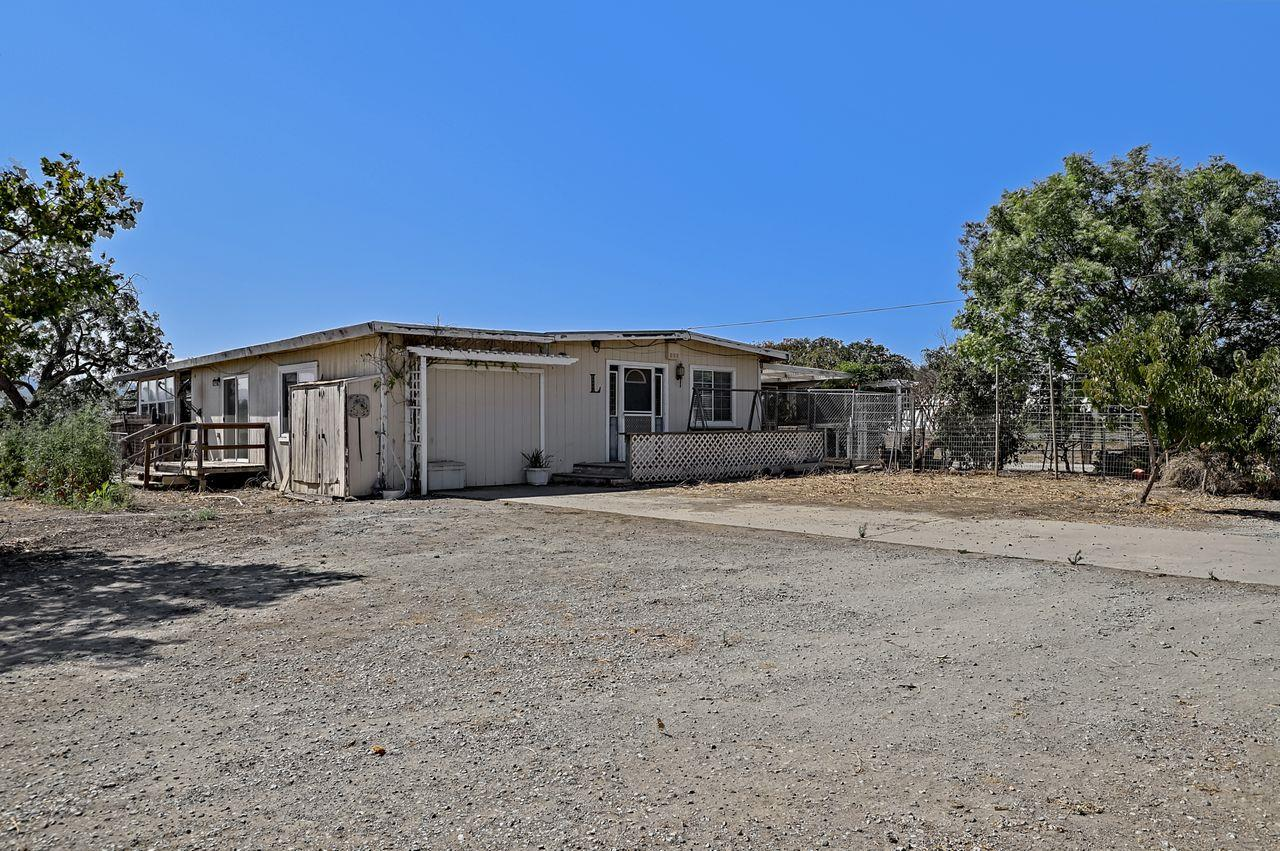 Detail Gallery Image 1 of 37 For 14995 Llagas Ave, San Martin,  CA 95046 - 3 Beds | 2 Baths
