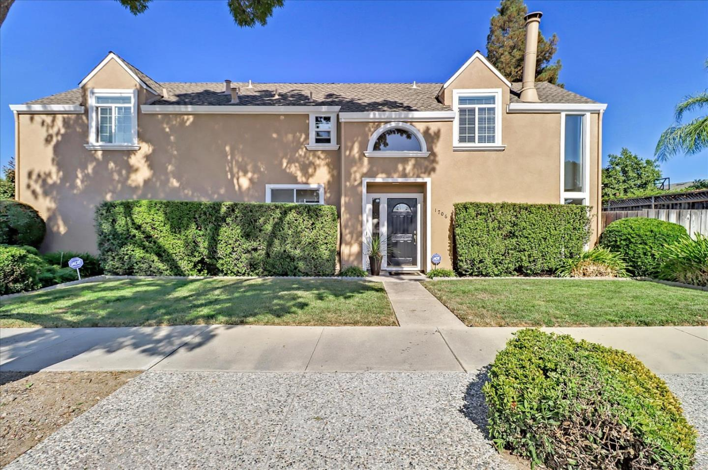 Detail Gallery Image 1 of 28 For 1706 Silver Glen Ct, San Jose,  CA 95121 - 3 Beds   2/1 Baths
