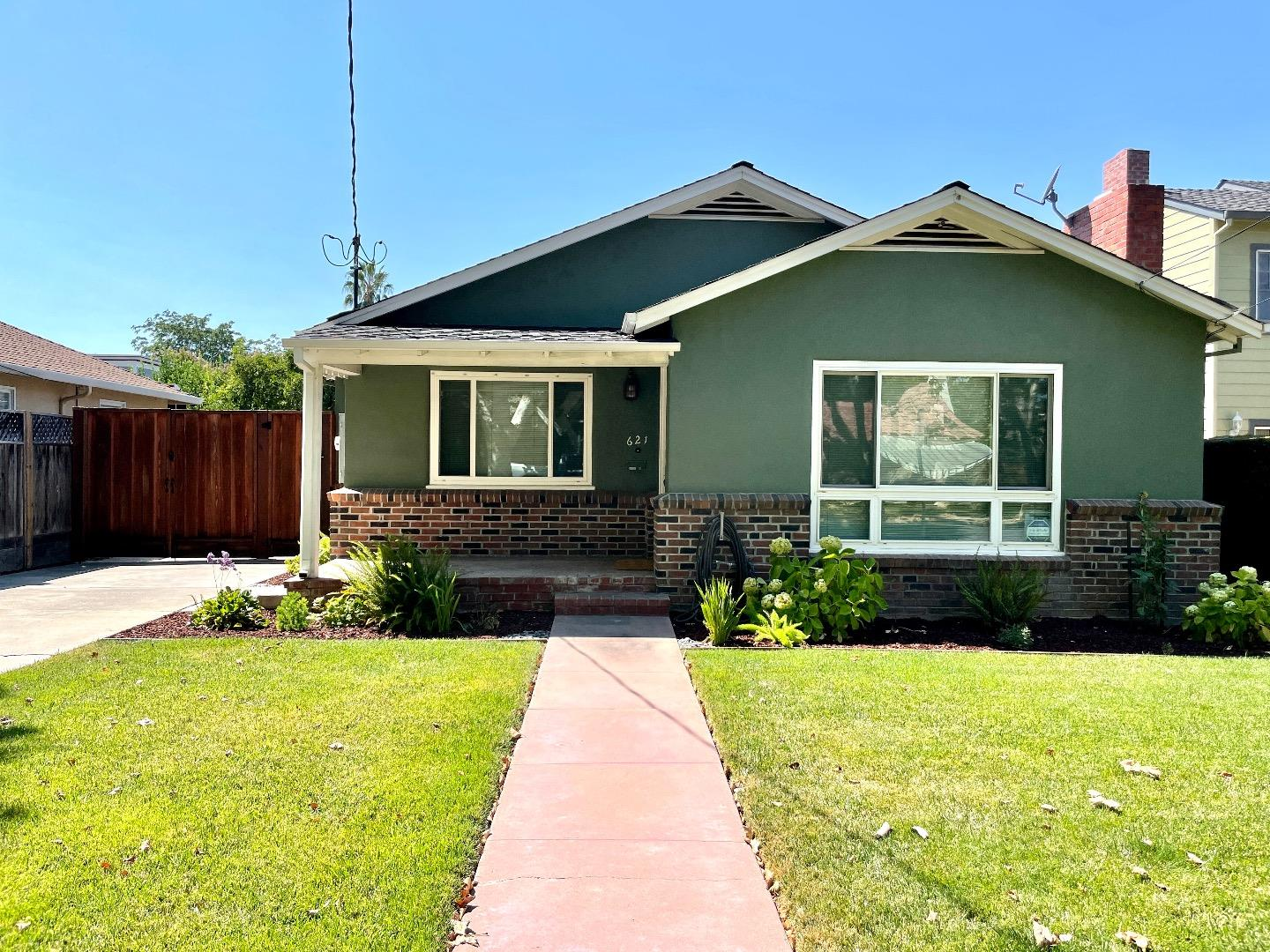 Detail Gallery Image 1 of 1 For 621 S 13th St, San Jose,  CA 95112 - 3 Beds   2 Baths