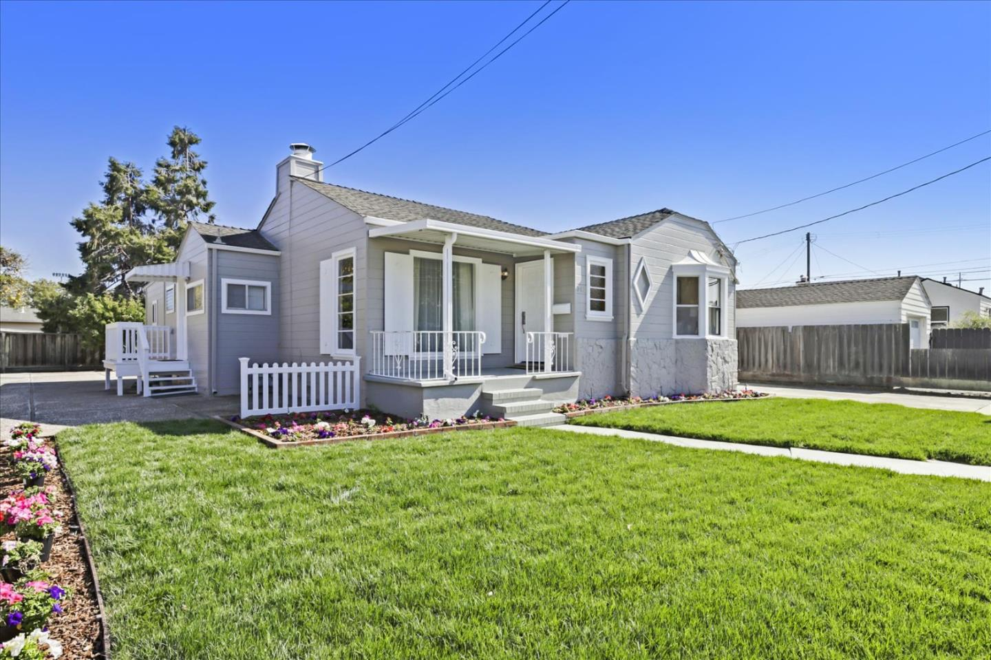 Detail Gallery Image 1 of 30 For 742 Indian Ave, San Mateo,  CA 94401 - 3 Beds | 2 Baths