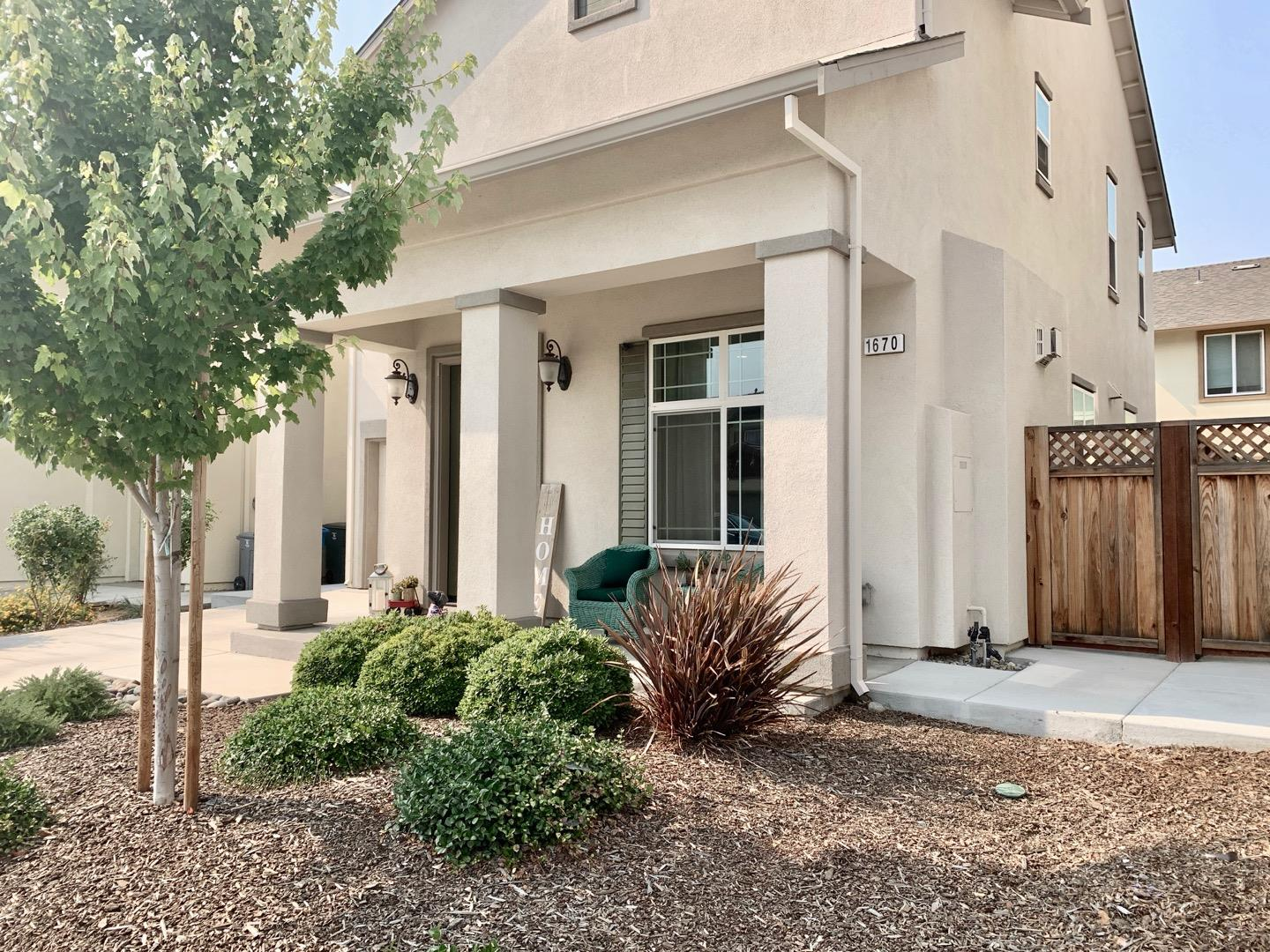 Detail Gallery Image 1 of 25 For 1670 Panorama Dr, Hollister,  CA 95023 - 3 Beds   2/1 Baths