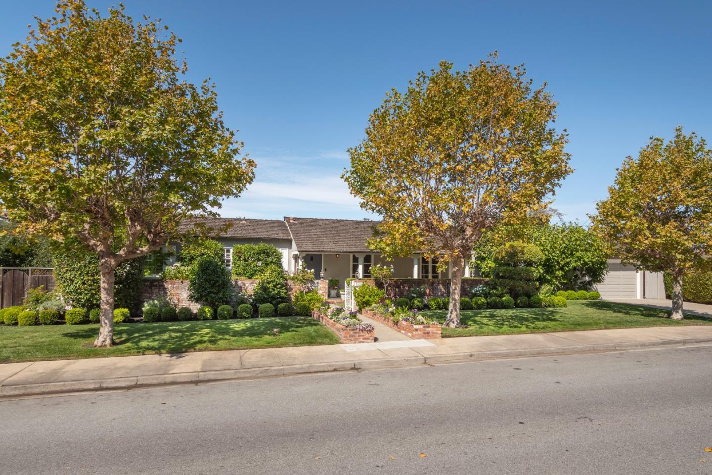 Detail Gallery Image 1 of 1 For 820 Parrott Dr, San Mateo,  CA 94402 - 3 Beds | 2/1 Baths