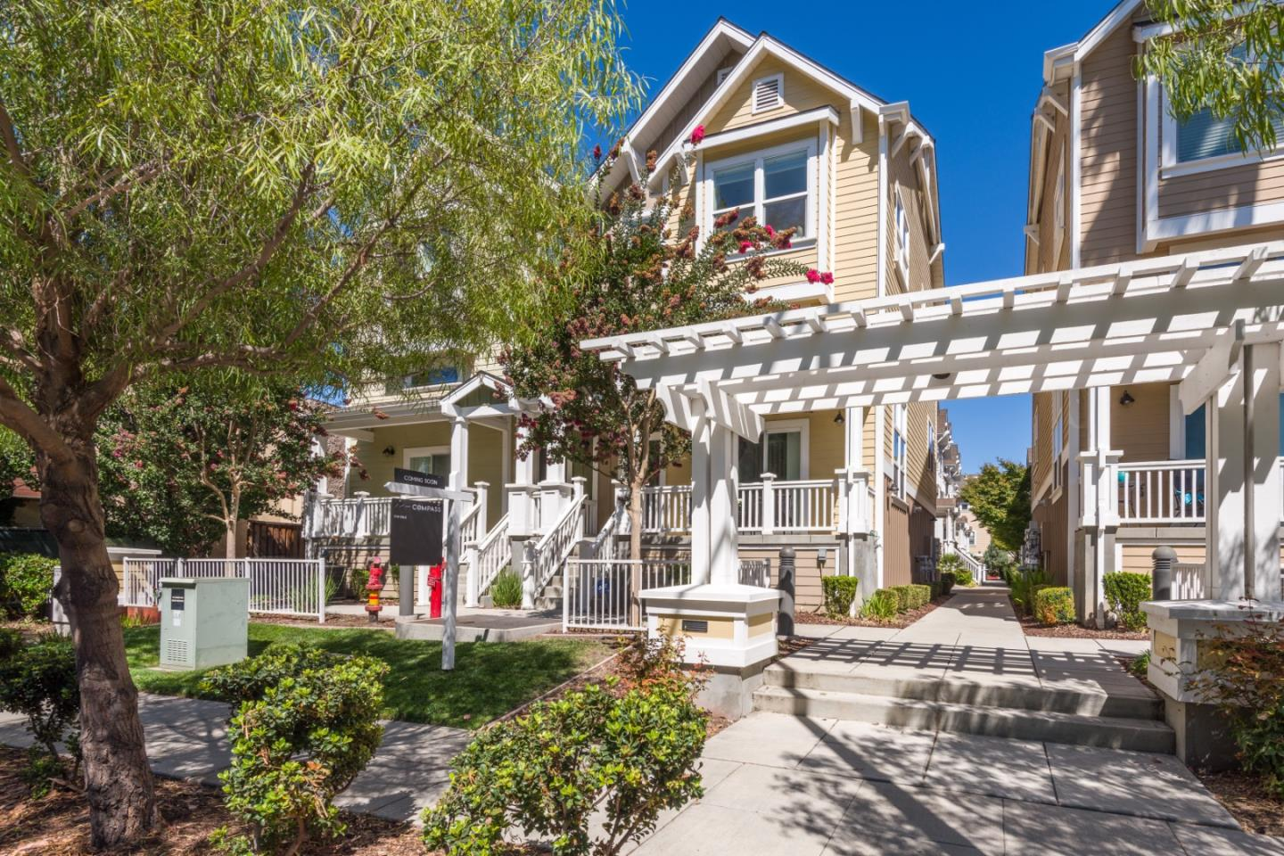 Detail Gallery Image 1 of 18 For 1939 Newbury Dr, Mountain View,  CA 94043 - 3 Beds | 2/1 Baths