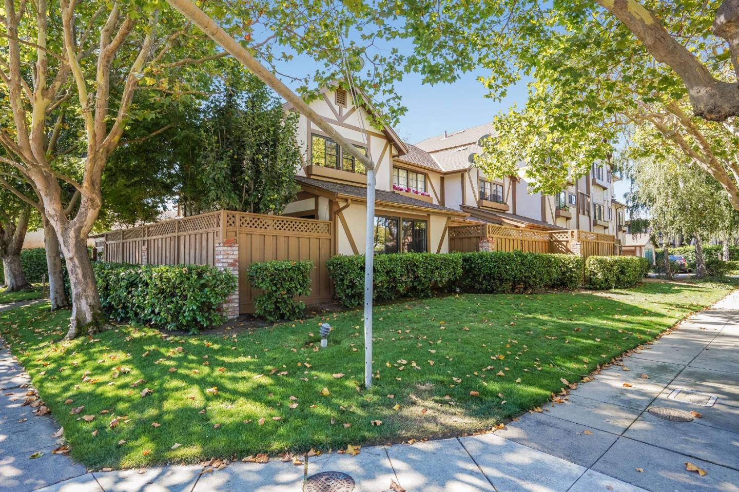 Detail Gallery Image 1 of 15 For 2000 Palm Ave #14,  San Mateo,  CA 94403 - 2 Beds | 1 Baths
