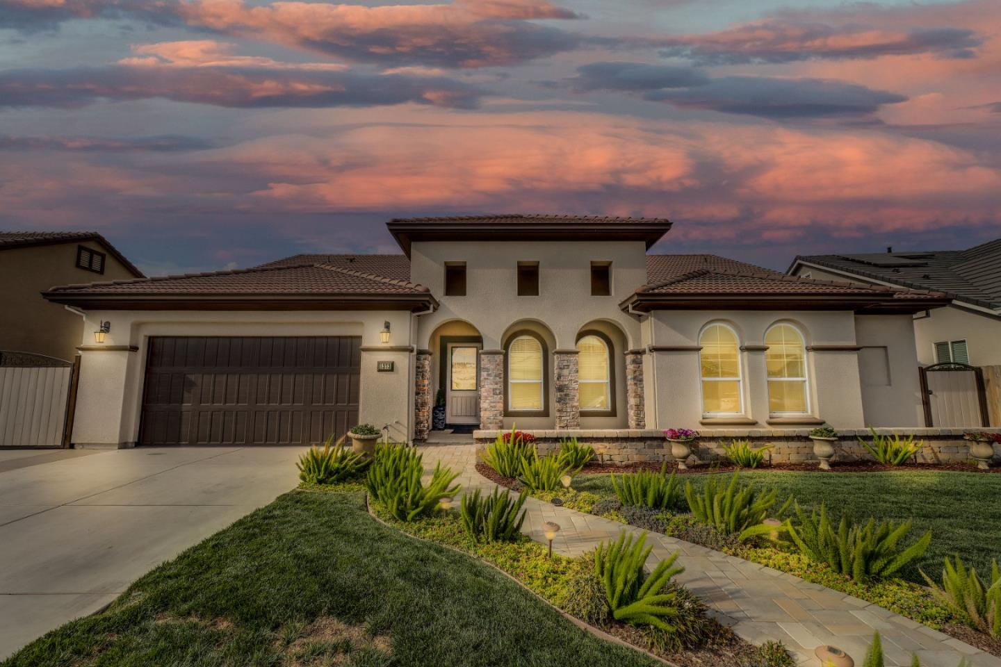 Detail Gallery Image 1 of 49 For 1373 Mirassou Dr, Manteca,  CA 95337 - 5 Beds | 3/1 Baths