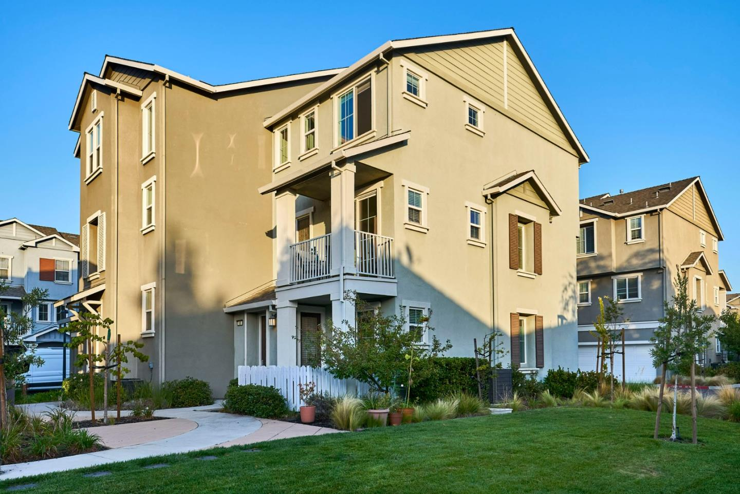 Detail Gallery Image 1 of 26 For 181 Isis Ct, Mountain View,  CA 94043 - 2 Beds | 2/1 Baths