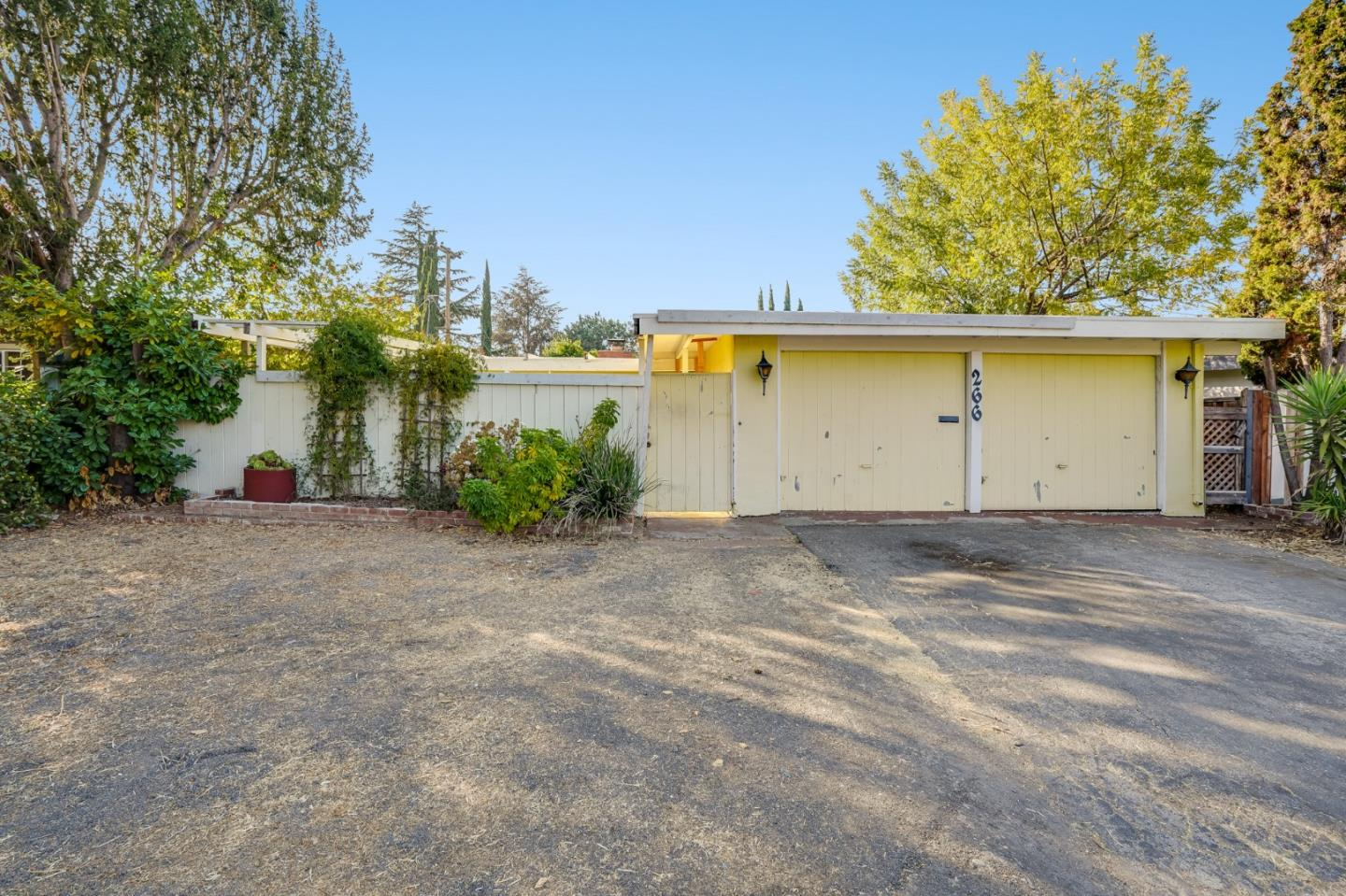 Detail Gallery Image 1 of 1 For 266 Thompson Ave, Mountain View,  CA 94043 - 3 Beds | 2 Baths