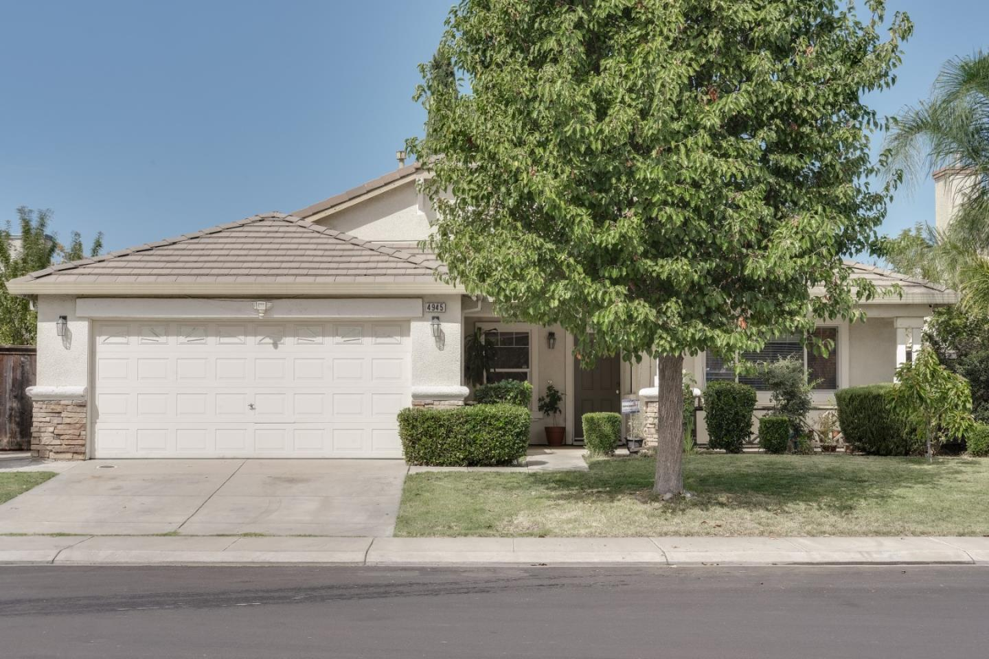 Detail Gallery Image 1 of 17 For 4945 Alee Ln, Stockton,  CA 95206 - 4 Beds | 2 Baths