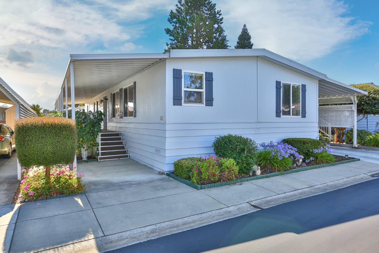 Detail Gallery Image 1 of 1 For 142 Nut Tree Ln #142,  Morgan Hill,  CA 95037 - 3 Beds   2 Baths
