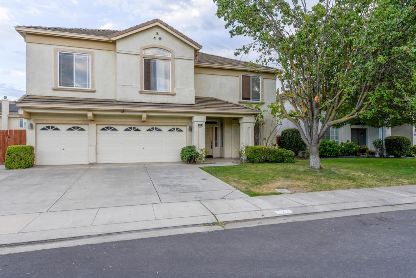 Detail Gallery Image 1 of 19 For 774 Grafton St, Manteca,  CA 95337 - 4 Beds | 3 Baths
