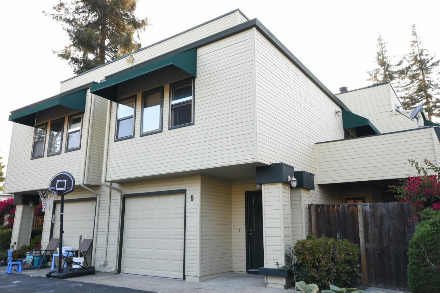 Detail Gallery Image 1 of 25 For 421 Sierra Vista #6,  Mountain View,  CA 94043 - 3 Beds | 2/1 Baths