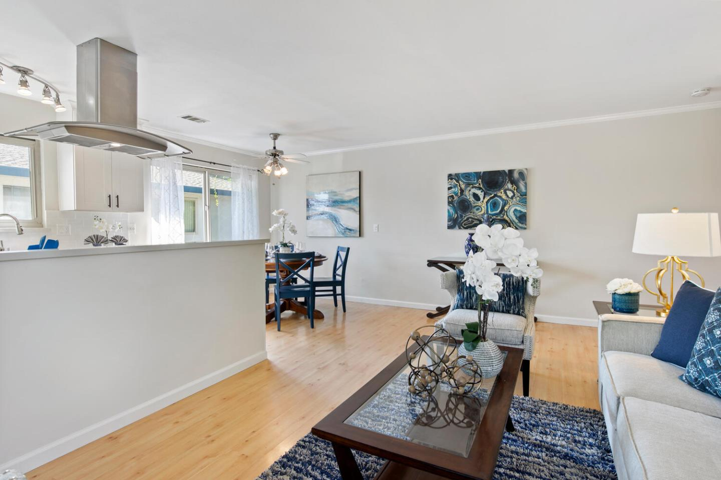 Detail Gallery Image 1 of 37 For 207 Watson Dr #4,  Campbell,  CA 95008 - 2 Beds | 1 Baths