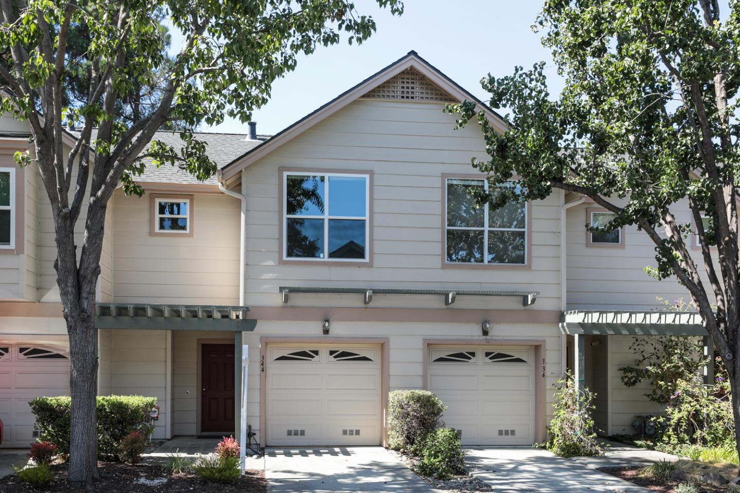 Detail Gallery Image 1 of 18 For 344 Oaktree Dr, Mountain View,  CA 94040 - 2 Beds   2/1 Baths