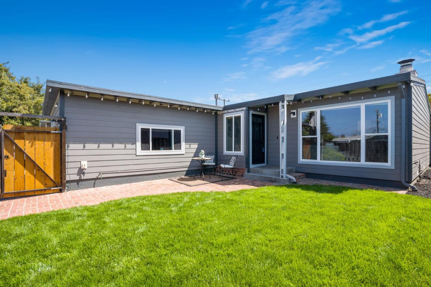 Detail Gallery Image 1 of 29 For 1530 Maxine Ave, San Mateo,  CA 94401 - 3 Beds | 2 Baths