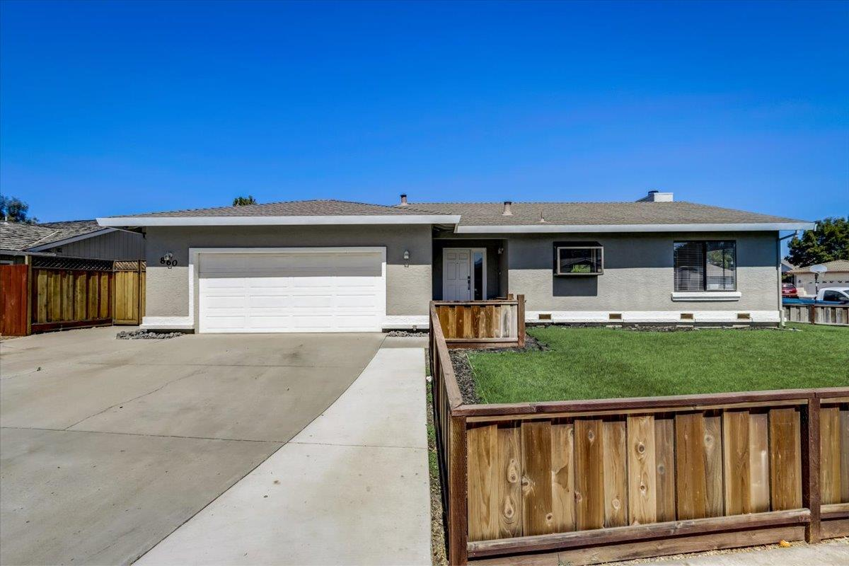 Detail Gallery Image 1 of 31 For 860 Brittany Cir, Hollister,  CA 95023 - 3 Beds   2 Baths