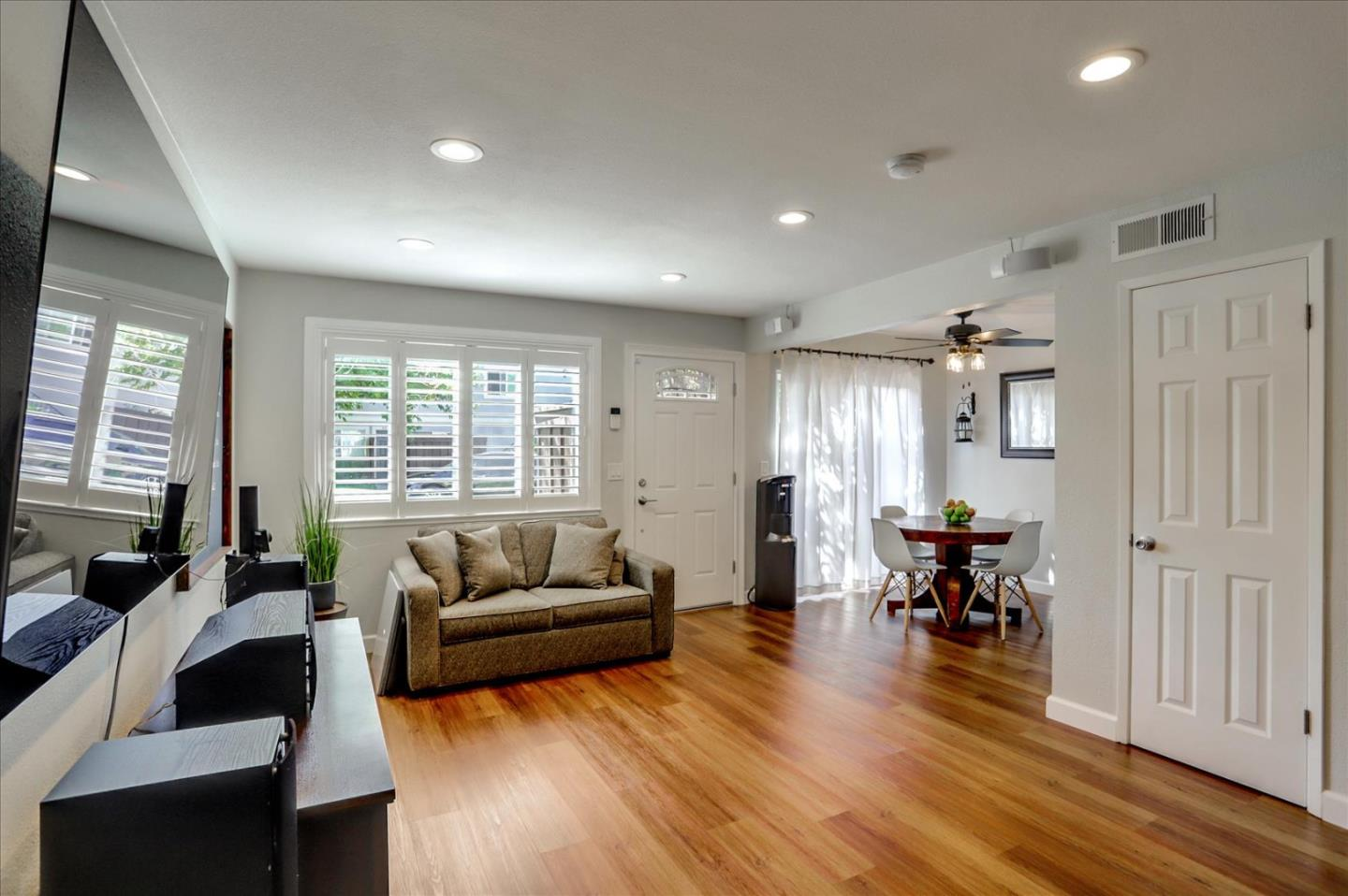 Detail Gallery Image 1 of 27 For 295 Rio Verde Pl #2,  Milpitas,  CA 95035 - 2 Beds | 1 Baths