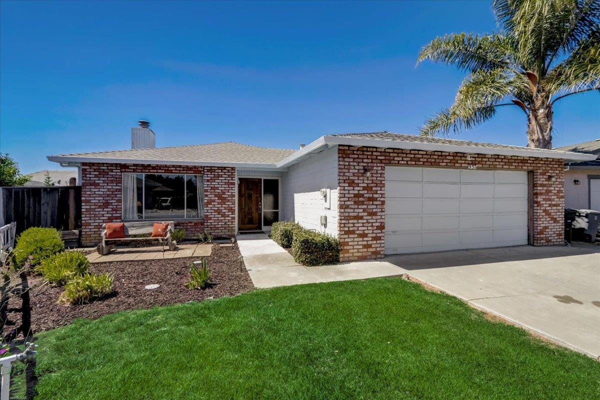 Detail Gallery Image 1 of 1 For 931 Peach Ct, Hollister,  CA 95023 - 3 Beds   2 Baths