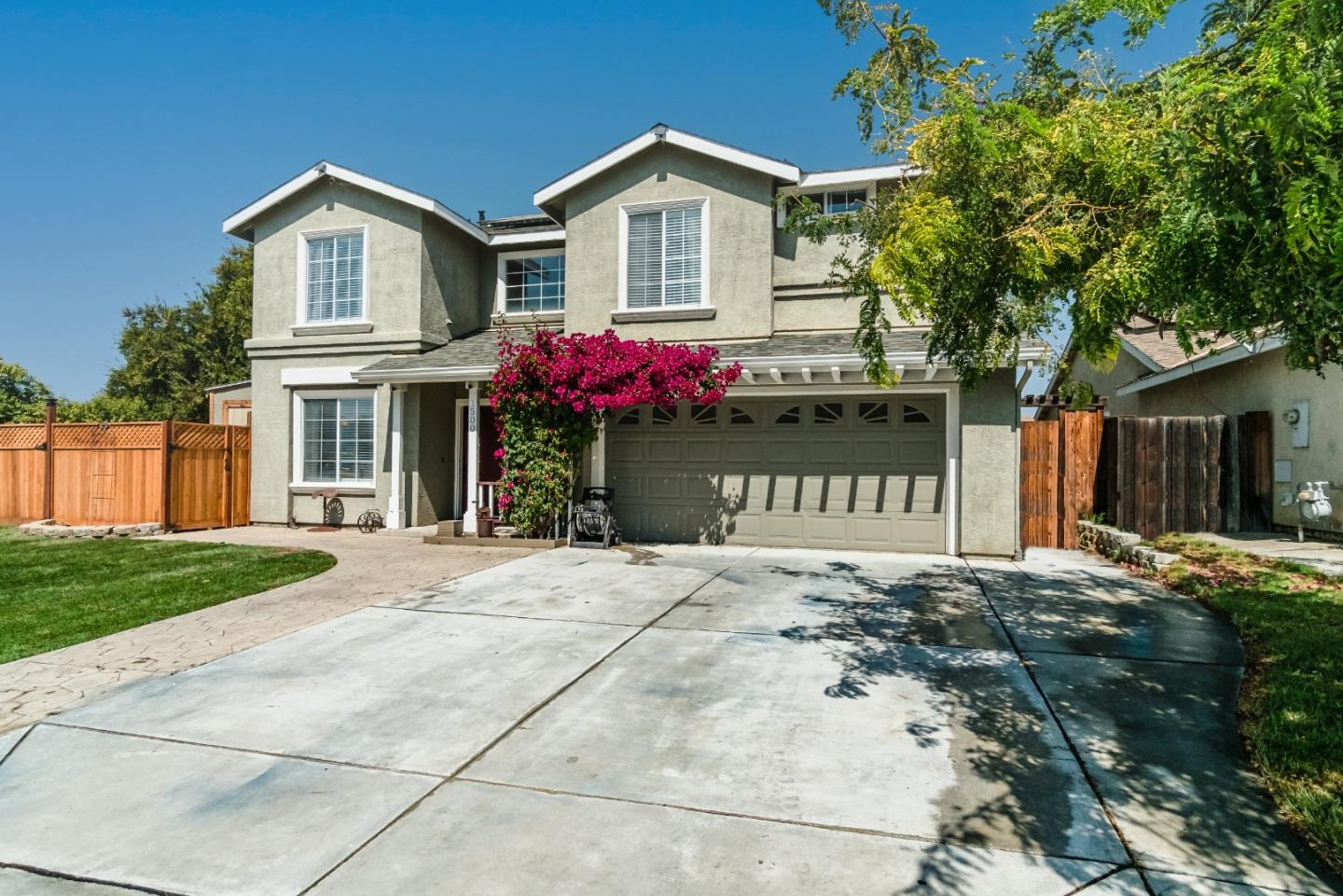 Detail Gallery Image 1 of 37 For 1500 Brighton Dr, Hollister,  CA 95023 - 4 Beds | 2/1 Baths