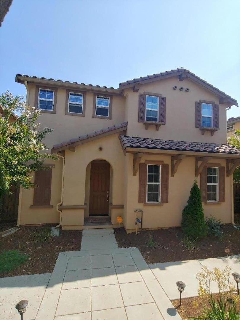 Detail Gallery Image 1 of 7 For 100 Caspian Way, Gilroy,  CA 95020 - 3 Beds | 2/1 Baths