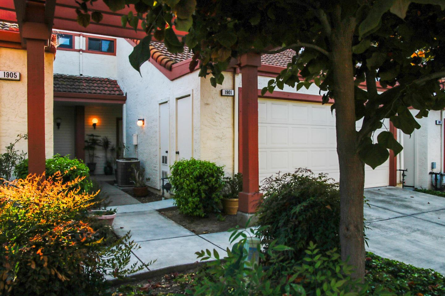 Detail Gallery Image 1 of 30 For 1901 Winding Creek Ct, San Jose,  CA 95148 - 2 Beds   2/1 Baths