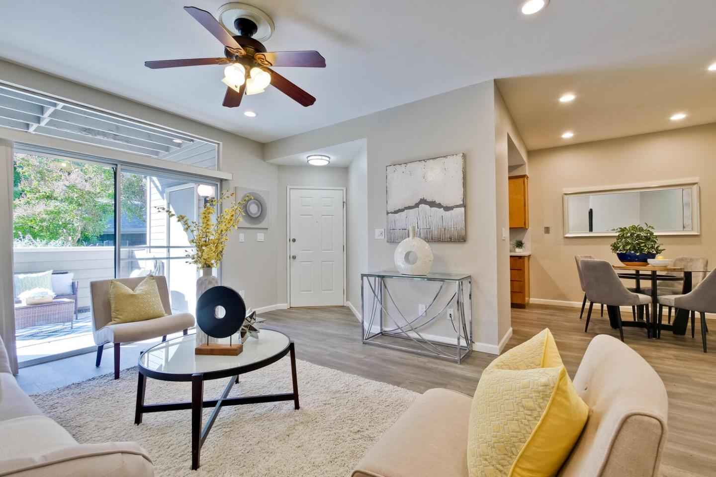 Detail Gallery Image 1 of 39 For 526 Shadowgraph Dr, San Jose,  CA 95110 - 2 Beds | 2 Baths