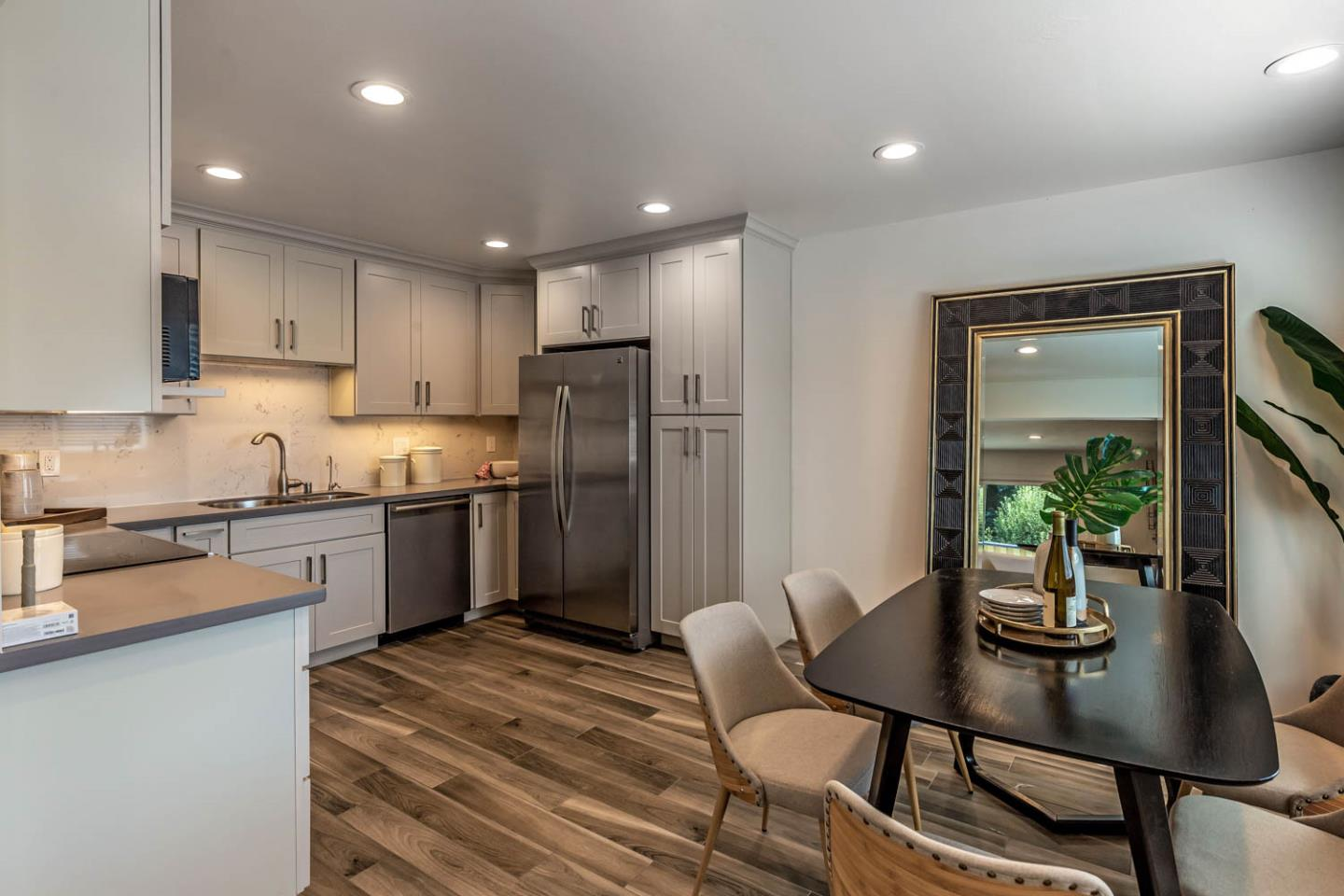 Detail Gallery Image 1 of 21 For 914 Boranda Ave #5,  Mountain View,  CA 94040 - 2 Beds | 2 Baths